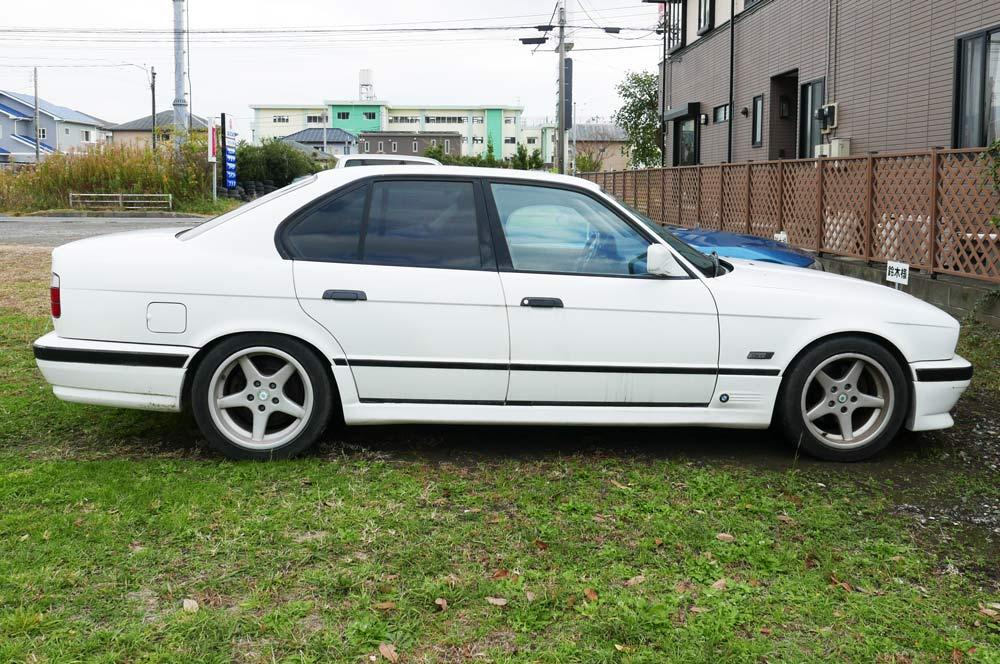 BMW E34型 5シリーズ サイドから撮影
